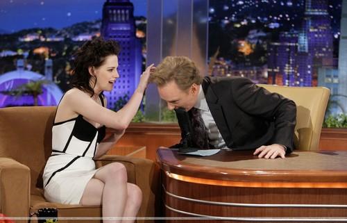 11.16.09 - The Tonight hiển thị with Conan O'Brien