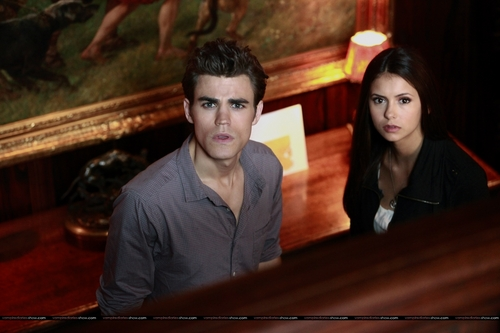 Elena Gilbert wallpaper containing a pianist entitled 1x07 - Haunted