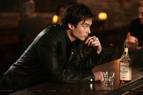 1x09 - History Repeating - damon-salvatore Photo