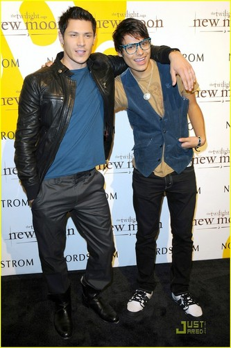 Alex Meraz and Kiowa Gordon two hot lobisomens