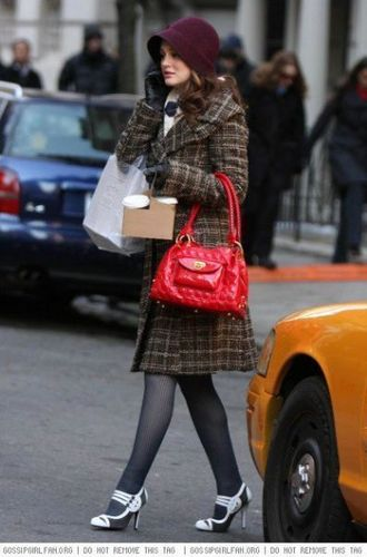 Blair Waldorf Fashion wallpaper possibly containing a street titled Blair Waldorf style