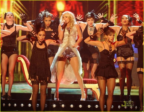 Carrie Performing @ 2009 CMA Awards