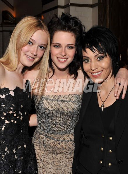 http://images2.fanpop.com/image/photos/9000000/Dakota-Kristen-Joan-Jett-twilight-series-9088495-437-594.jpg