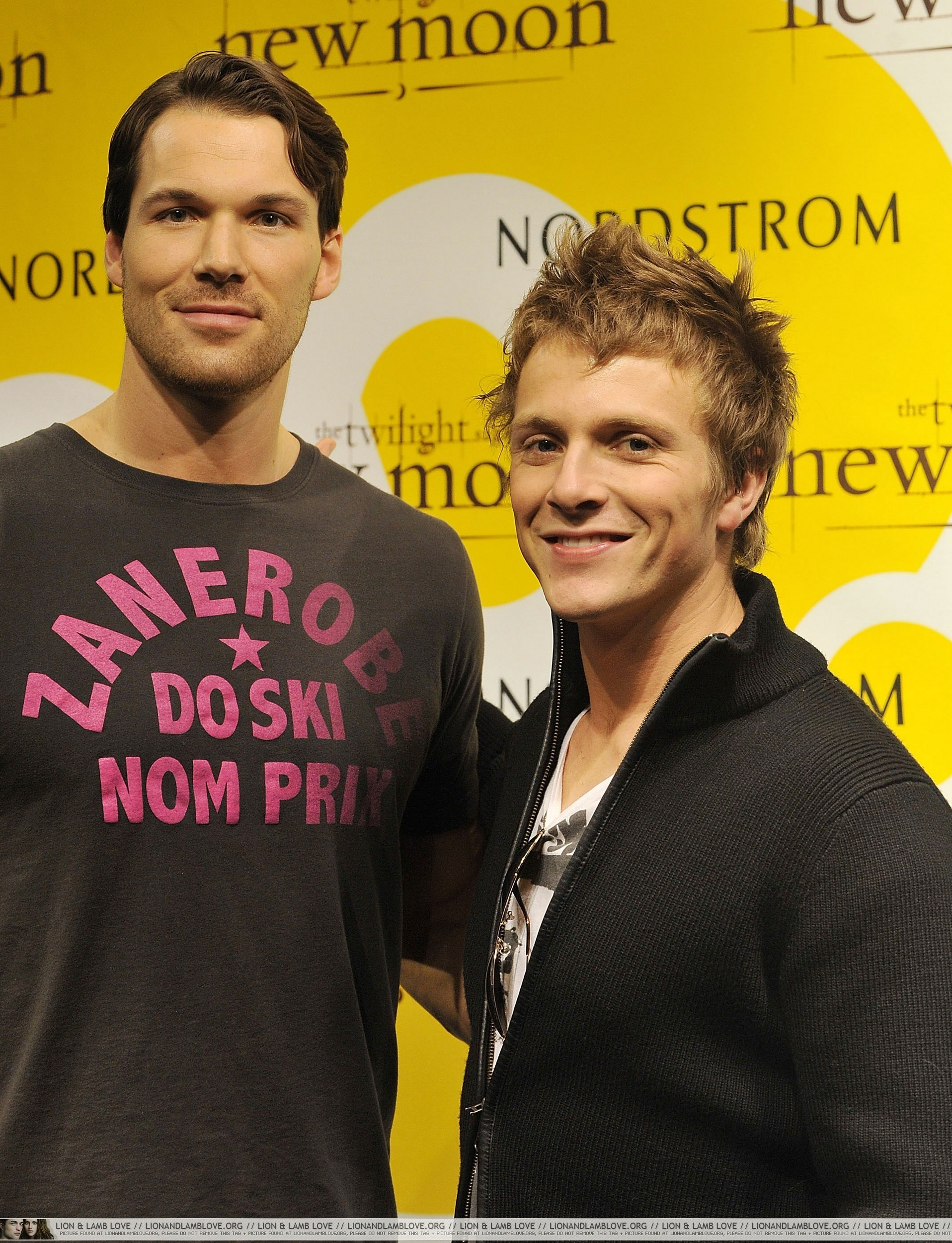 http://images2.fanpop.com/image/photos/9000000/Daniel-and-Charlie-in-New-Jersey-10-November-twilight-series-9012584-1916-2500.jpg