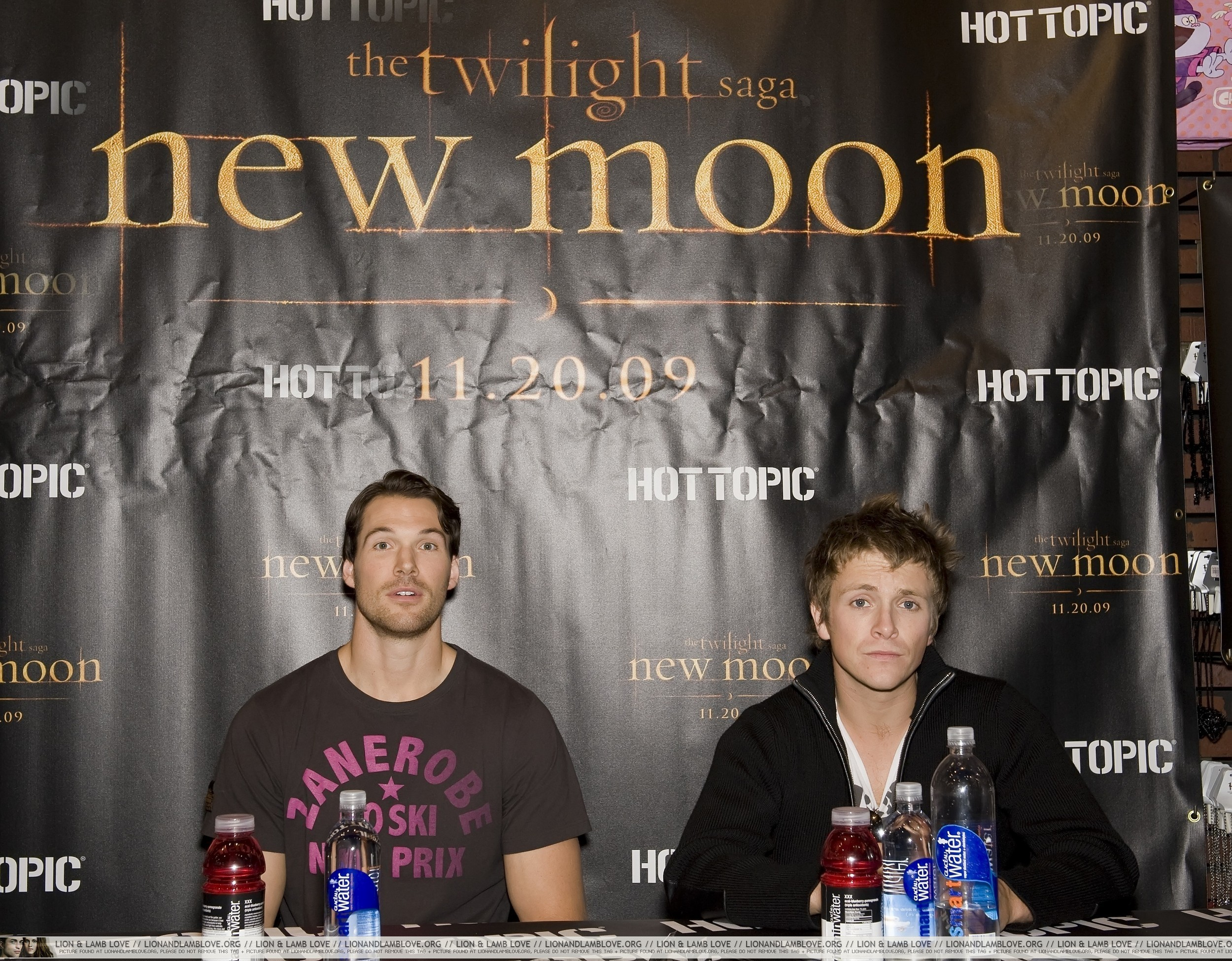http://images2.fanpop.com/image/photos/9000000/Daniel-and-Charlie-in-New-Jersey-10-November-twilight-series-9012640-2500-1950.jpg