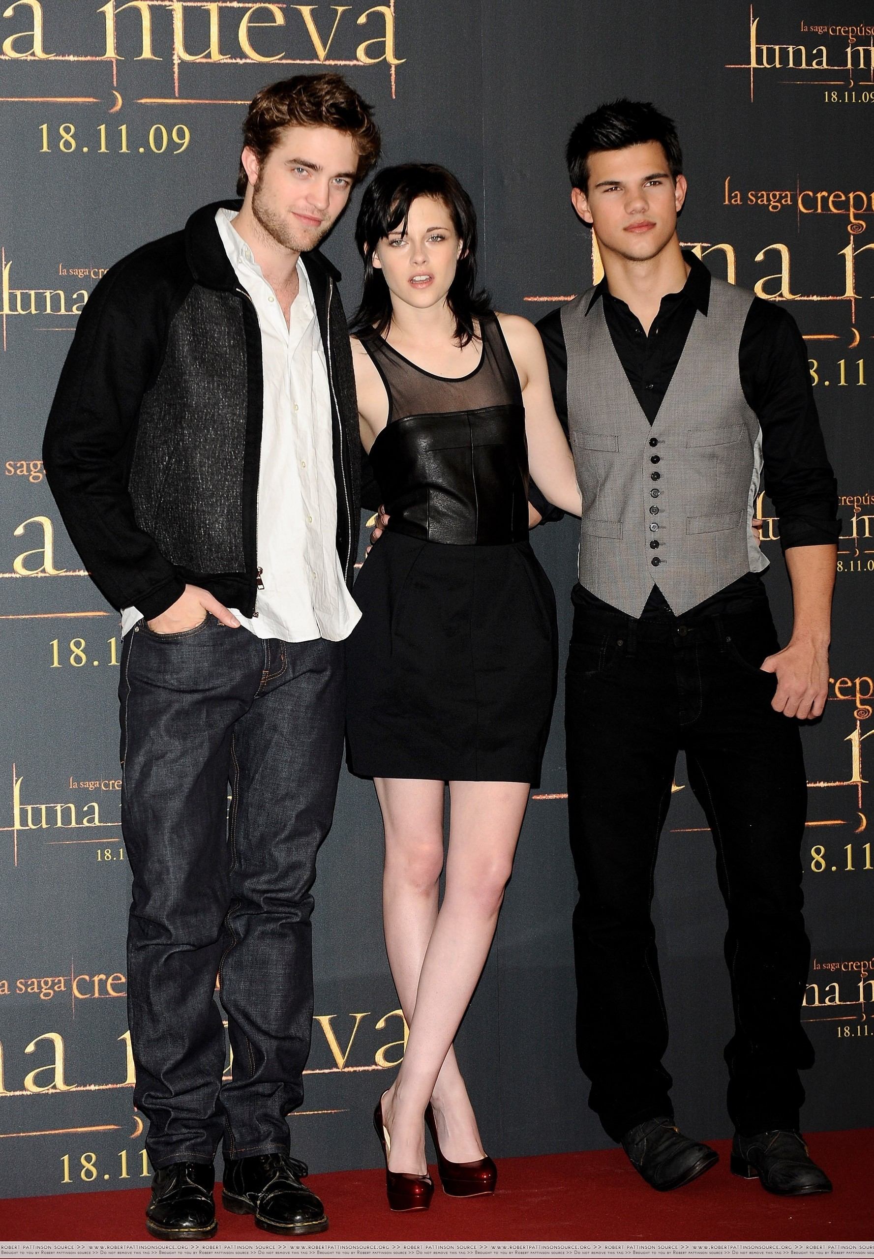 http://images2.fanpop.com/image/photos/9000000/First-pics-from-the-Madrid-Press-Conference-twilight-series-9023989-1777-2560.jpg