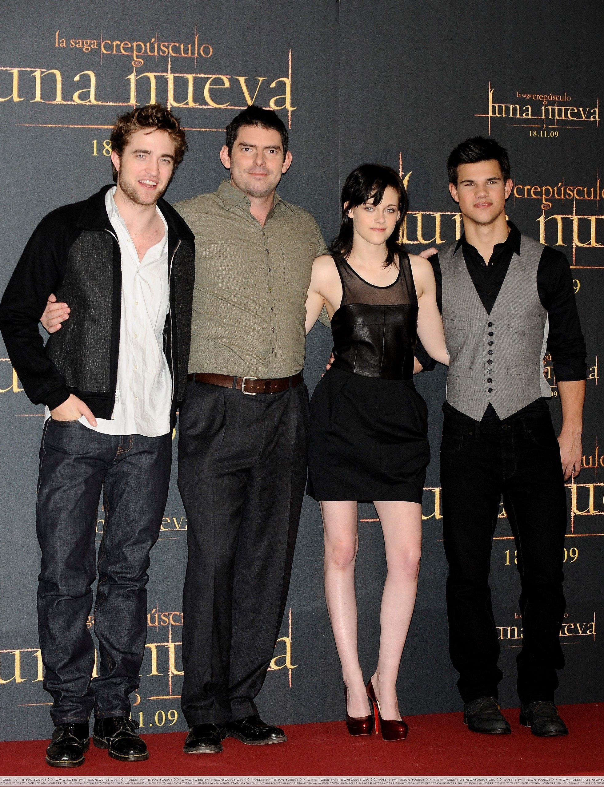 http://images2.fanpop.com/image/photos/9000000/First-pics-from-the-Madrid-Press-Conference-twilight-series-9023996-1963-2560.jpg