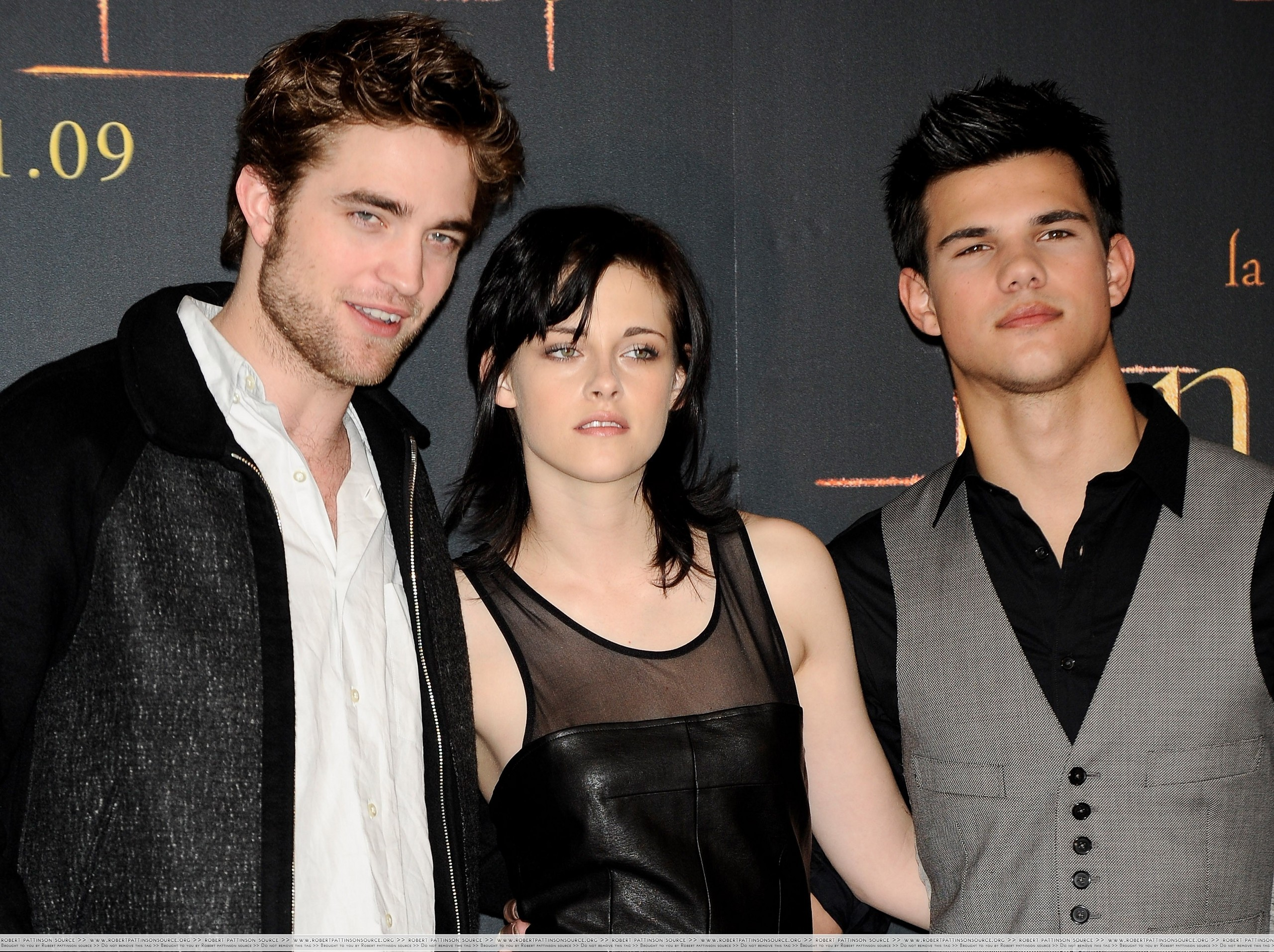 http://images2.fanpop.com/image/photos/9000000/First-pics-from-the-Madrid-Press-Conference-twilight-series-9023998-2560-1914.jpg