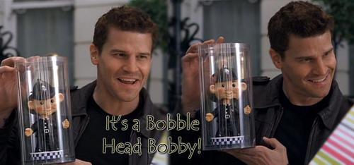 Seeley Booth karatasi la kupamba ukuta entitled Its a Bobble Head Bobby!