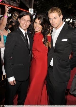 http://images2.fanpop.com/image/photos/9000000/Jackson-Ashley-Kellan-twilight-series-9088422-321-450.jpg