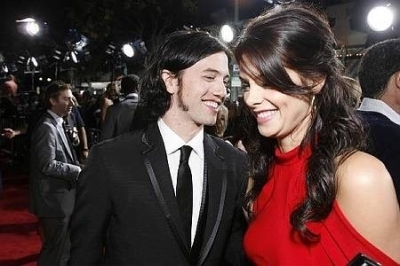 http://images2.fanpop.com/image/photos/9000000/Jackson-Ashley-jackson-rathbone-and-ashley-greene-9099370-400-266.jpg