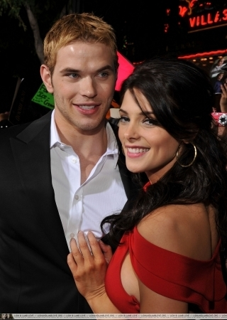 http://images2.fanpop.com/image/photos/9000000/Kellan-Ashley-twilight-series-9088579-320-450.jpg