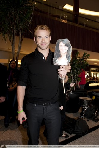 "Kellan at ""New Moon"" Mall Tour Boston - 12 Nov 2009"