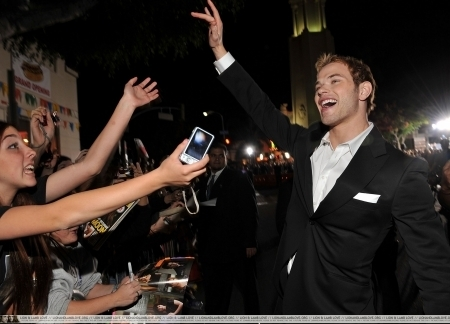 http://images2.fanpop.com/image/photos/9000000/Kellan-twilight-series-9087926-450-324.jpg