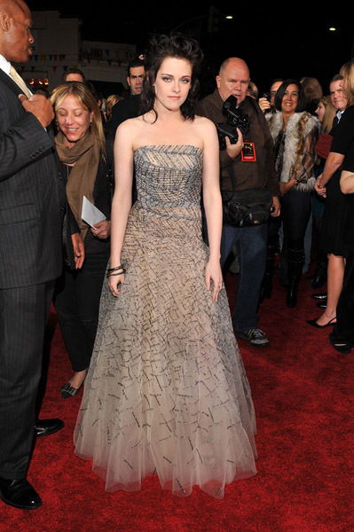 http://images2.fanpop.com/image/photos/9000000/Kristen-NM-premiere-twilight-series-9088026-399-600.jpg