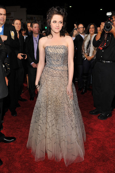 http://images2.fanpop.com/image/photos/9000000/Kristen-NM-premiere-twilight-series-9088102-399-600.jpg