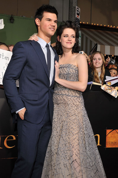 http://images2.fanpop.com/image/photos/9000000/Kristen-Taylor-twilight-series-9088288-399-600.jpg