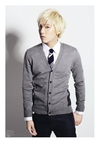 F.T. Island wallpaper containing a business suit, a suit, and a well dressed person titled Lee hong gi
