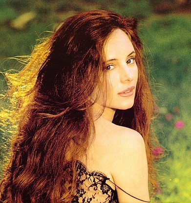 The Last of the Mohicans দেওয়ালপত্র containing a portrait titled Madeleine Stowe-Cora