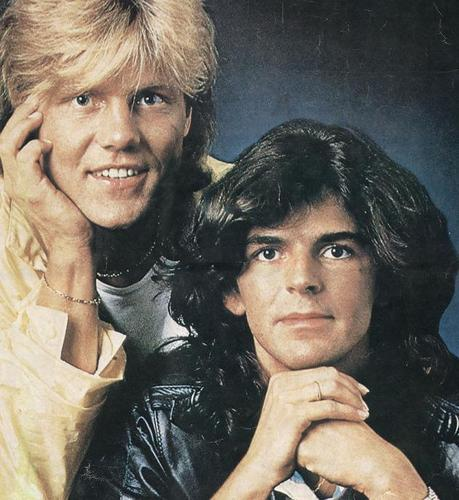Modern Talking achtergrond with a portrait titled Modern Talking
