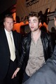 More from the cast dinner last night - Rob is so happy, he's even smiling at papz! :))) - twilight-series photo