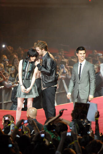 और of the Robsten Bubble in Madrid and Munich