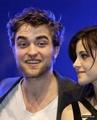 Photo's of Kristen, Robert& Taylor in München!!