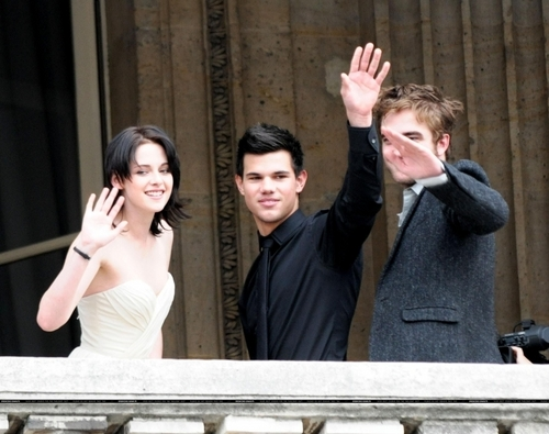 Twilight Series wallpaper possibly with a business suit, a bridesmaid, and a well dressed person entitled Photocall in Paris ~ France November 10