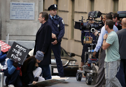 Lie to Me wallpaper possibly containing a street, a business suit, and a sign called Pictures on the set of Lie to Me