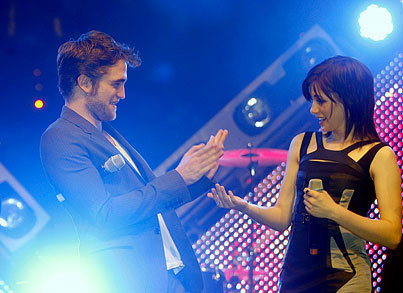 RPattz, KStew and TLaut Visit New Moon fans in Germany