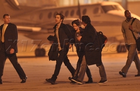 Rob and Kristen caught holding hands