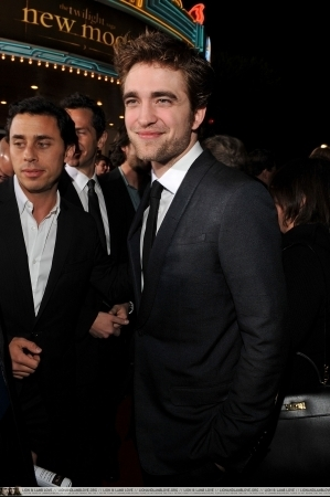 http://images2.fanpop.com/image/photos/9000000/Rob-twilight-series-9088109-299-450.jpg