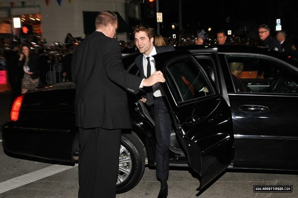 http://images2.fanpop.com/image/photos/9000000/Rob-twilight-series-9088252-600-399.jpg