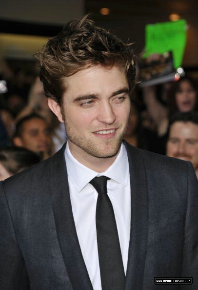 http://images2.fanpop.com/image/photos/9000000/Rob-twilight-series-9088259-406-594.jpg