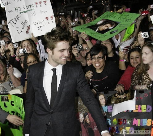http://images2.fanpop.com/image/photos/9000000/Rob-twilight-series-9088658-495-439.jpg