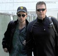 Robert Pattinson Back in Los Angeles 15 NOV 09 - twilight-series photo