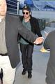 Robert Pattinson Back in Los Angeles 15 NOV 09 - twilight-series photo