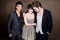 Taylor Lautner, Kristen Stewart and Robert Pattinson backstage at the 2009 MTV Video Music Awards  - twilight-series photo