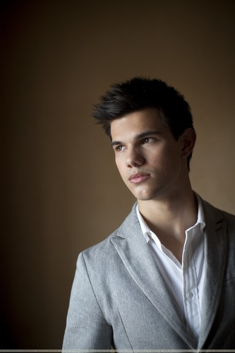Taylor/Jacob Fan Girls wallpaper with a business suit, a suit, and a well dressed person titled Taylor Lautner Portraits