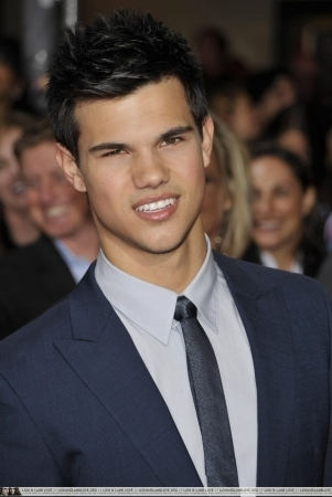 http://images2.fanpop.com/image/photos/9000000/Taylor-twilight-series-9088052-301-450.jpg
