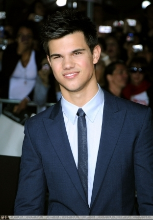http://images2.fanpop.com/image/photos/9000000/Taylor-twilight-series-9088176-312-450.jpg
