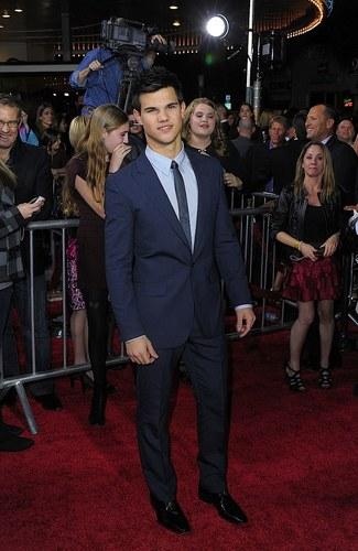 "Twilight cast ~ Los Angeles ""New Moon"" Premiere"