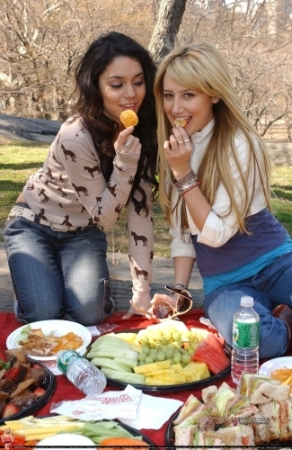 ashley tisdale and vanessa hudgens. Vanessa Hudgens and Ashley