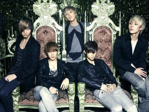 F.T. Island wallpaper containing a business suit, a park bench, and a well dressed person called ft island double date album