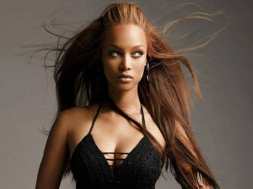 Tyra Banks wolpeyper probably containing attractiveness, a bustier, and a portrait entitled stunning pader