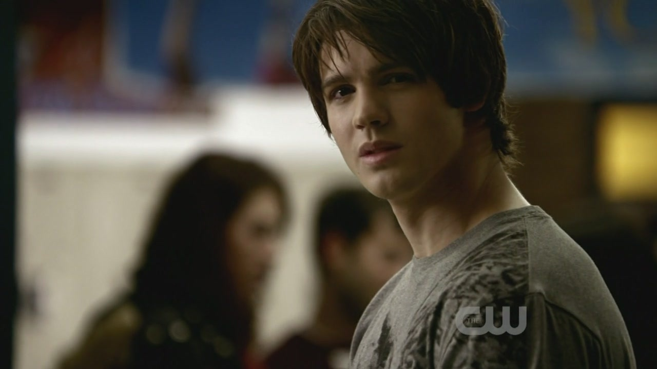 http://images2.fanpop.com/image/photos/9100000/1x10-The-Turning-Point-the-vampire-diaries-tv-show-9122265-1280-720.jpg