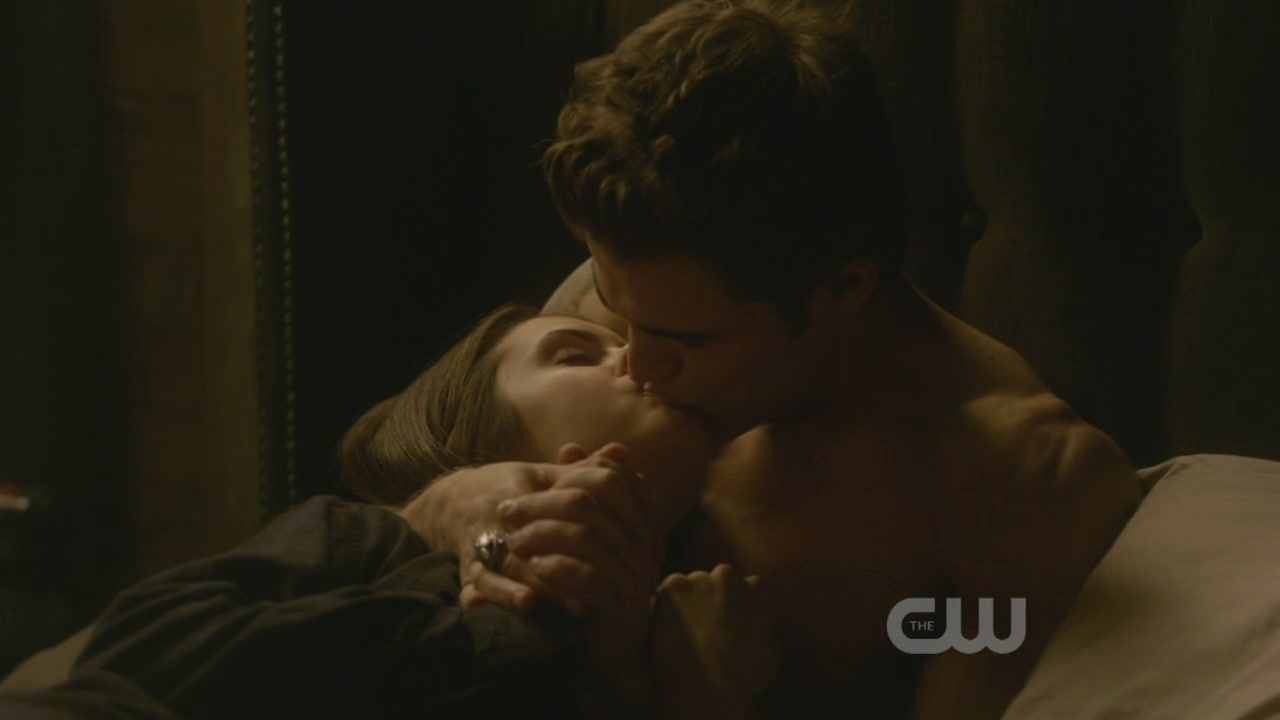 http://images2.fanpop.com/image/photos/9100000/1x10-The-Turning-Point-the-vampire-diaries-tv-show-9123465-1280-720.jpg