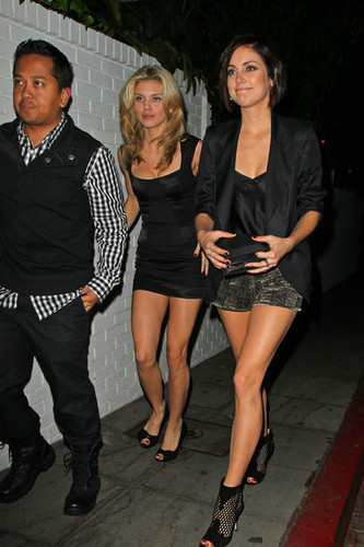 """AnnaLynne McCord and Jessica Stroup of """"90210"""" arrive at the GQ party at シャトー Marmont"""