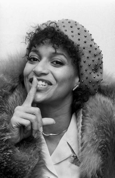 Download this Debbie Allen picture
