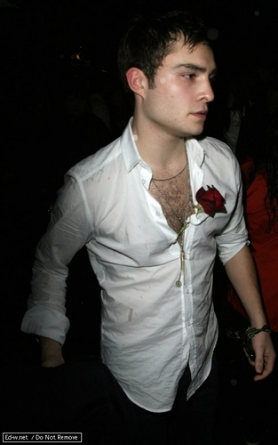 Gossip Girl wallpaper with a business suit entitled Ed at New Moon premiere/after party